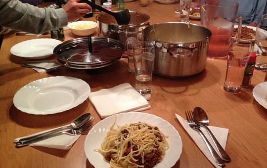 pasta-essen-mit-der-meute